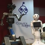 casual-robots2-en-artificial-expo-de-grupo-add